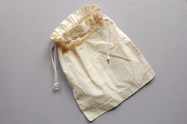 SET 4 UNBLEACHED COTTON BAGS W/ROPE 30X35CM